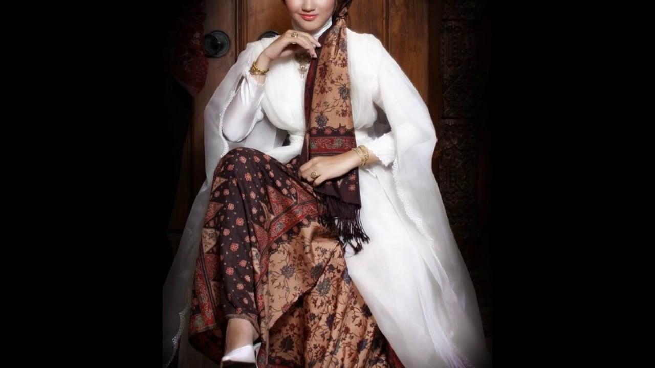 Black And White Batik Abaya