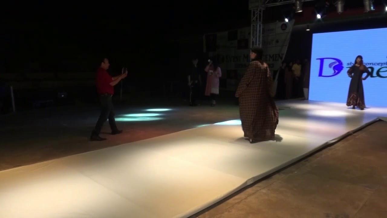 Fashion Show Dmet Abaya